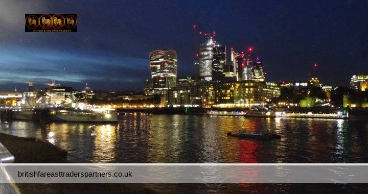 A WALK ALONG THE RIVER THAMES IN CENTRAL LONDON