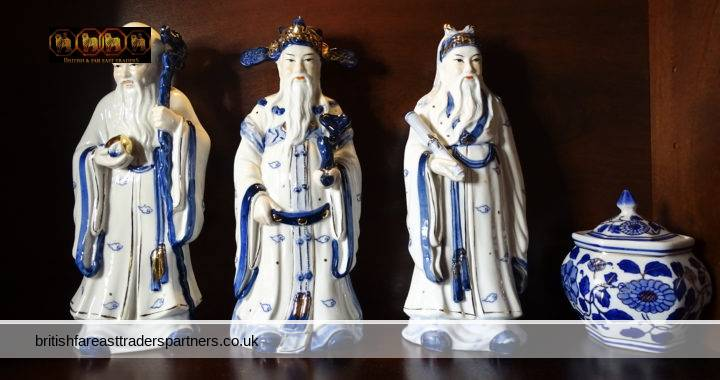 THE SANXING CHINESE GODS OF THREE STARS : SHOU (LONGEVITY) , LU (PROSPERITY) , FU (FORTUNE) THREE BEARDED OLD WISE MEN OF MING DYNASTY REPRESENTING THE THREE ATTRIBUTES OF A GOOD LIFE. BLUE, WHITE, GOLD PORCELAIN RAMINDO COLLECTION