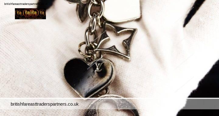 LOUIS VUITTON LV Fleur de Epi BLACK & WHITE ENAMEL HEARTS Enamel SILVER Tone KEY RING CHAIN / BAG CHARMS
