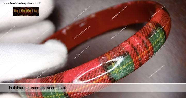 VINTAGE SCOTTISH Heritage TARTAN Plaid Red Green Plastic FASHION COSTUME JEWELLERY Bangle Bracelet