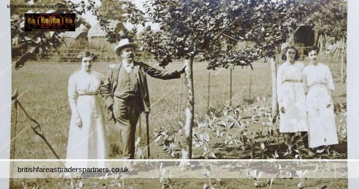 ANTIQUE 1914 SOCIAL HISTORY FASHION Mr Knight & 3 Daughters Annie Newell Farm Countryside ENGLAND RPPC POSTCARD
