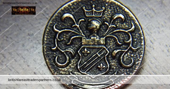 ANTIQUE Solid METAL BLACK & SILVER Fleur de Lys & Sword SHIELD Castle Knight Chevalier Crown CREST Livery / FAMILY COLLECTABLE BUTTON